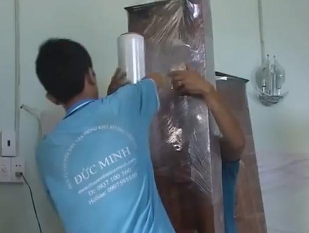 Quy trình đóng gói hàng hóa cẩn thận chuyên nghiệp.