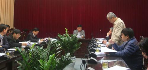 Ông Nguyễn Hữu Thắng báo cáo Đề án xã hội hóa đường sắt sáng 22/1. Ảnh: MT