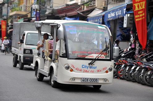 Mô hình ôtô điện hoạt động tại Hà Nội.